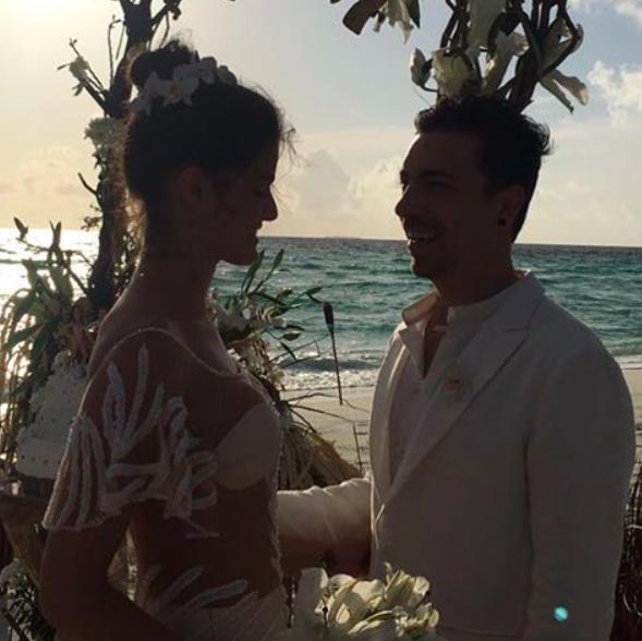 Photos : Isabeli Fontana : Robe transparente pour son 3e mariage aux Maldives !