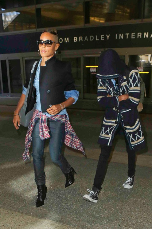 Jada Pinkett Smith à l'aéroport de Los Angeles avec sa fille Willow le 7 octobre 2013