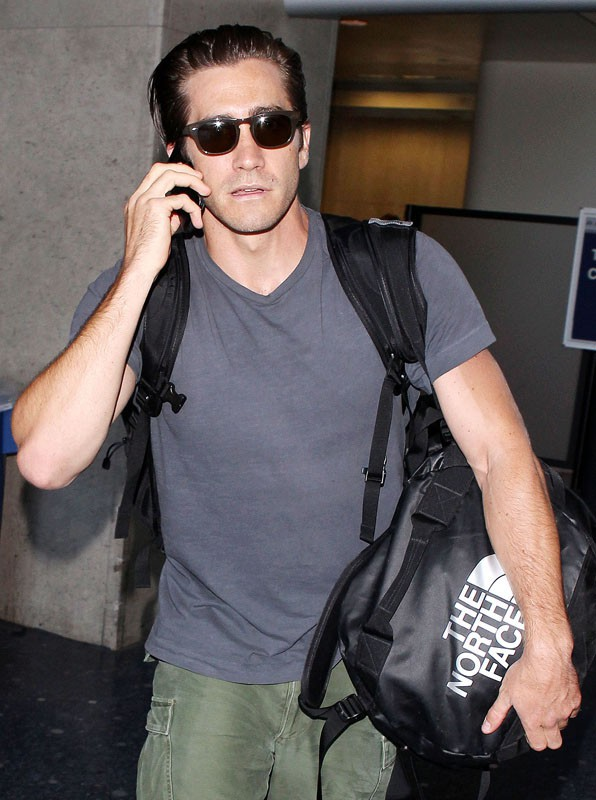 Jake Gyllenhaal arrive à Los Angeles, sans sa barbe !