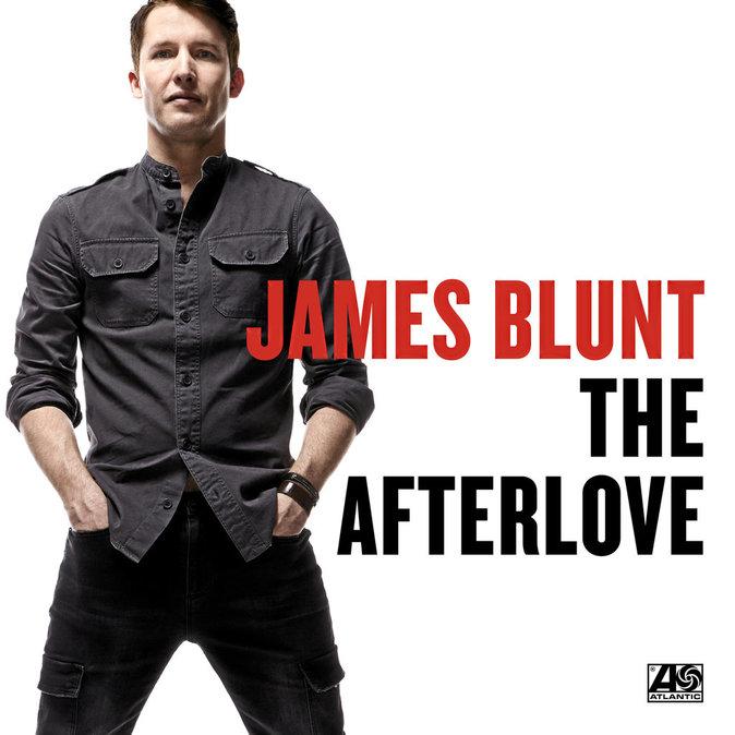 """""""J'ai un truc énorme à vous montrer."""" Pour la promo de The Afterlove, son nouvel album, James a fait le show en se dévoilant dans le p..."""