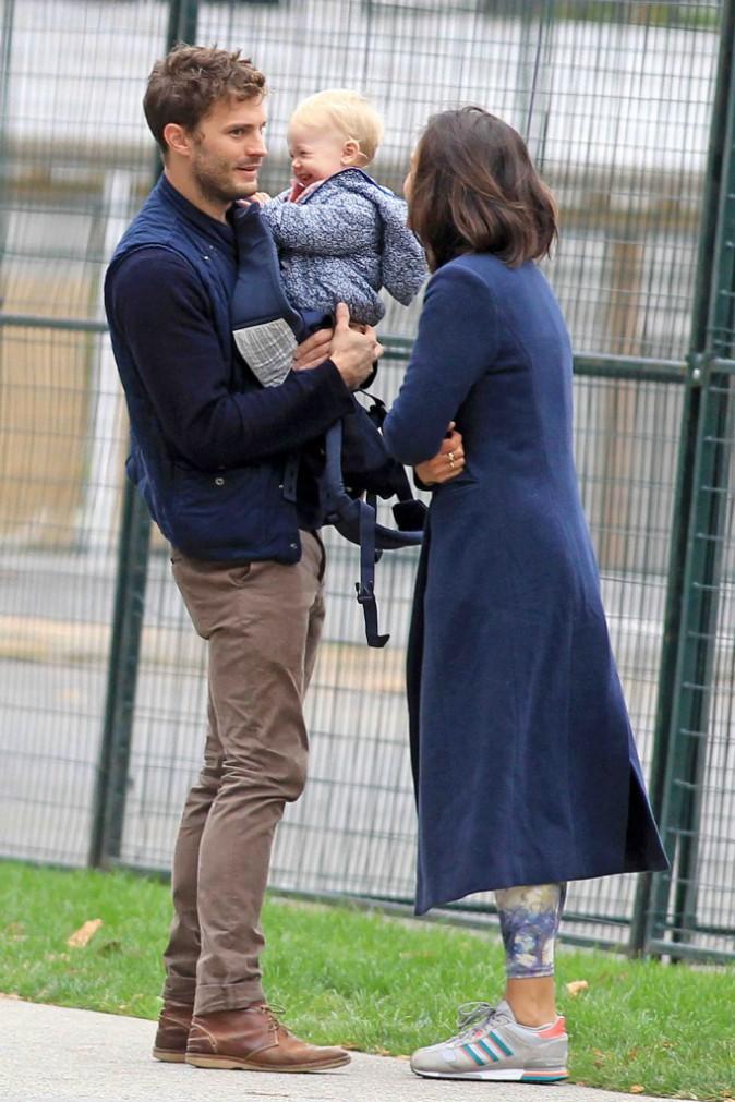 """Jamie Dornan : journée en famille loin à l'écart du tournage de """"50 Shades of Grey"""" !"""