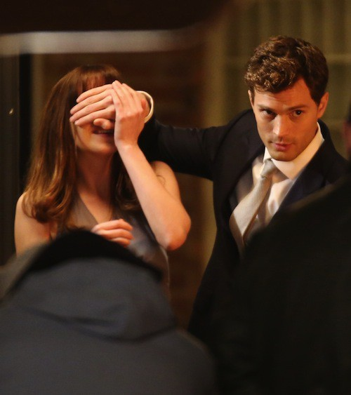 Photos : Jamie Dornan : mais que mijote-t-il pour Dakota Johnson sur le tournage de 50 Shades ?