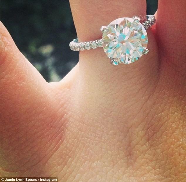 Jamie Lynn Spears a annoncé ses fiançailles avec Jamie Watson sur Instagram le 2 mars 2013
