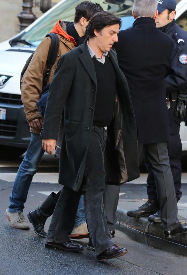 Yvan Attal aux obsèques de Kate Barry à Paris le 19 décembre 2013