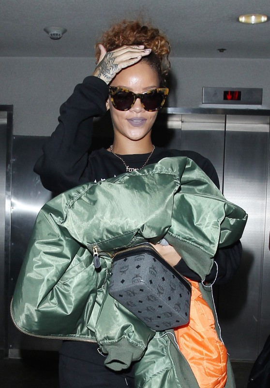 Rihanna arrive à Los Angeles le 14 septembre 2015