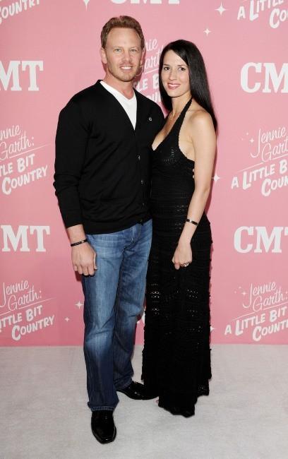 Ian Ziering et sa femme lors de la soirée d'anniversaire des 40 ans de Jennie Garth à Los Angeles, le 19 avril 2012.