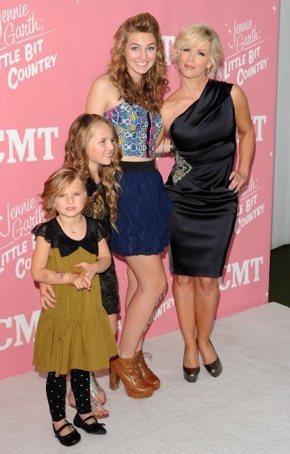 Jennie Garth et ses filles lors de la soirée d'anniversaire de ses 40 ans à Los Angeles, le 19 avril 2012.