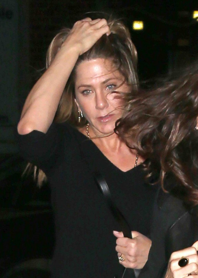 Jennifer Aniston : à 46 ans elle ose encore le pantalon en cuir... Et elle a raison !