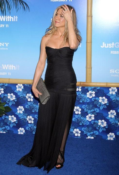 Jennifer a une bague au doigt, mais pas LA bague au doigt !