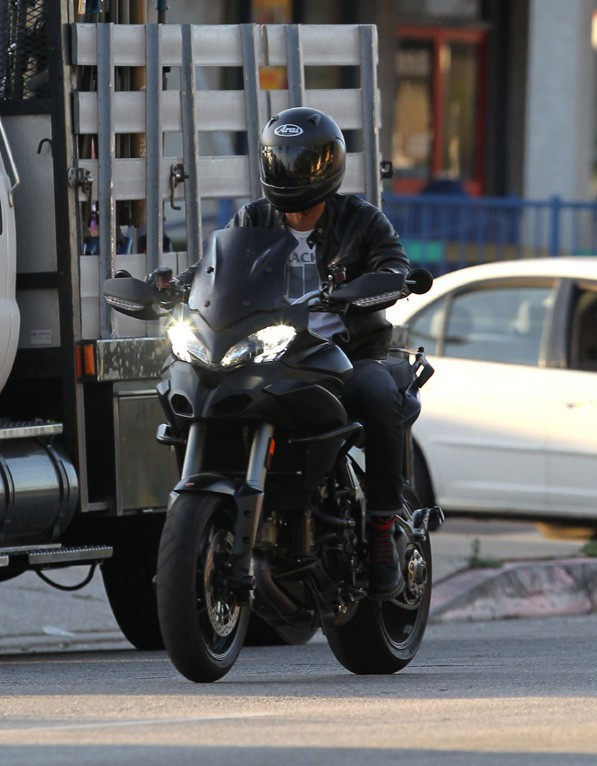 Justin Theroux sur le tournage du nouveau film de Jennifer Aniston à Los Angeles le 8 avril 2014