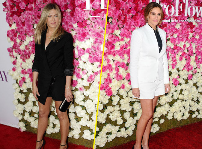 Jennifer Aniston et Julia Roberts au World Premiere Of 'Mother's Day' au TCL Chinese Theatre