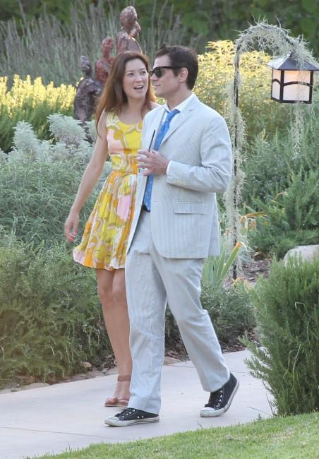 Johnny Knoxville et sa girlfriend lors du mariage de Jimmy Kimmel et Molly McNearney en Californie, le 13 juillet 2013.