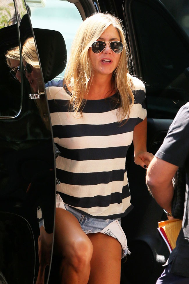 Jennifer Aniston à son arrivée sur le tournage de Squirrels To The Nuts à New-York le 29 juillet 2013