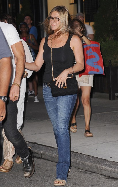 Jennifer Aniston à la sortie du restaurant Blue Hill à New York, le 20 juillet 2013.