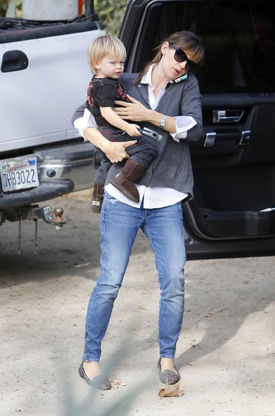 Jennifer Garner avec son fils Samuel à Brentwood le 2 décembre 2013