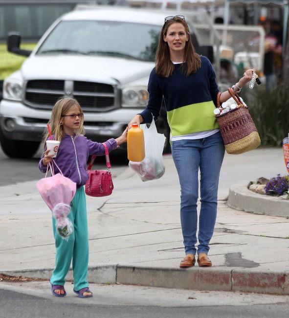Jennifer Garner et sa fille Violet à Pacific Palisades, le 28 juillet 2013.