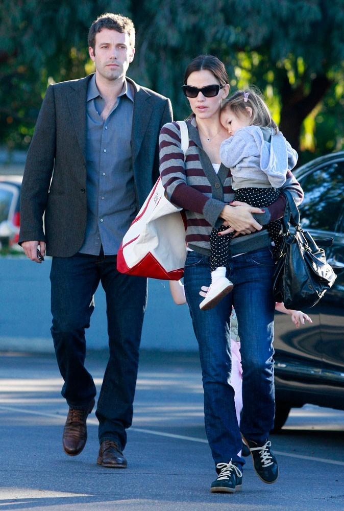 Photos : le couple se promène avec la petite Violet