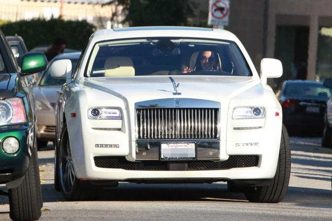 Une autre des multiples voitures de Kim Kardashian (toujours du blanc) !