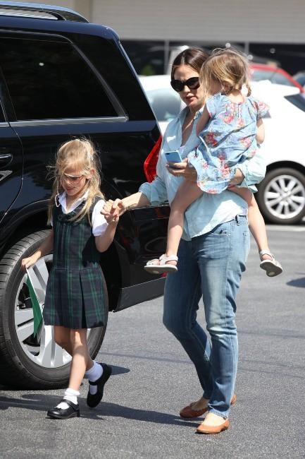 Jennifer Garner et ses filles à Brentwood, le 30 mai 2012.