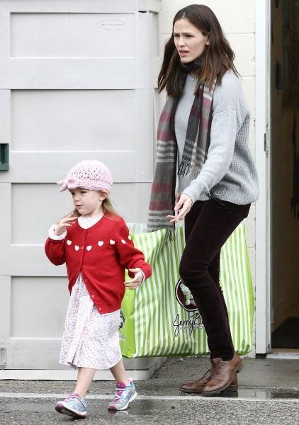 Jennifer Garner et Serafina 16 décembre 2012 à Brentwood