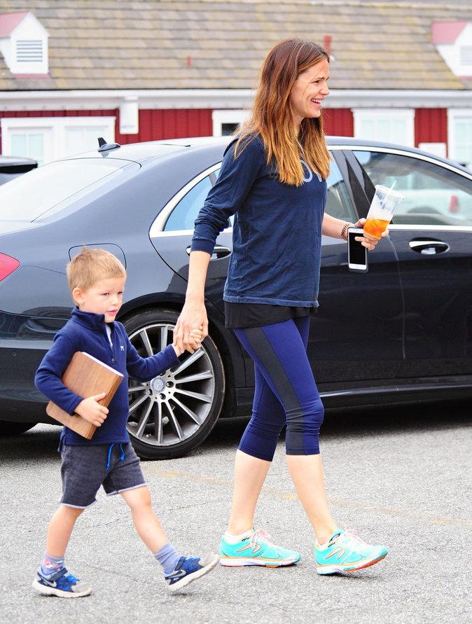 Jennifer Garner et son fils Samuel dans les rues de Los Angeles