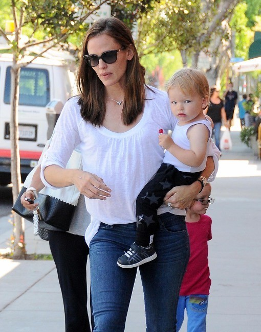 Jennifer Garner et son fils Samuel, Santa Monica, 4 juin 2013.