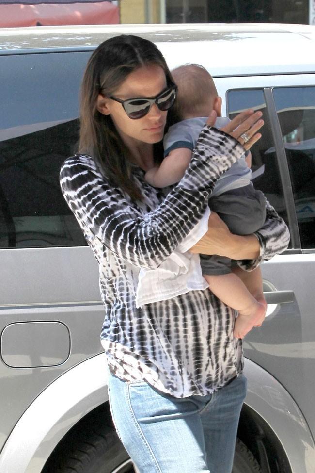 Jennifer Garner et Samuel le 7 août 2012 à Pacific Palisades