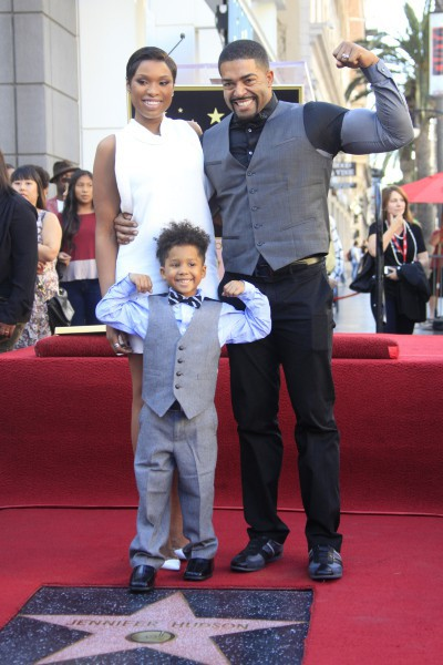 Jennifer Hudson entourée de son fiancé et de leur fils pour recevoir son étoile sur le Walk of Fame à Hollywood, le 13 novembre 2013.