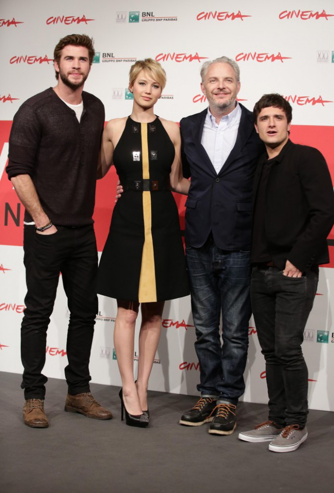"Jennifer Lawrence, Liam Hemsworth, Josh Hutcherson et Francis Lawrence lors du photocall de ""Hunger Games : L'Embrasement"" à Rome, le 14 novembre 2..."