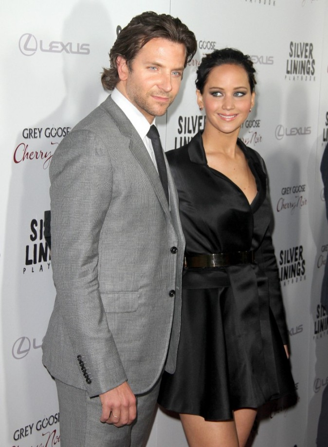 """Bradley Cooper et Jennifer Lawrence lors de la présentation de son nouveau film """"Silver Linings Playbook"""" à Los Angeles, le 19 novembre 2012."""