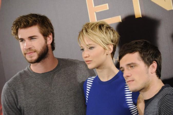 """Liam Hemsworth, Jennifer Lawrence et Josh Hutcherson en promo à Madrid pour """"Hunger Games : L'Embrasement"""", le 13 novembre 2013."""