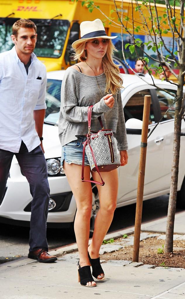 Jennifer Lawrence avec son garde du corps le 10 juin 2015