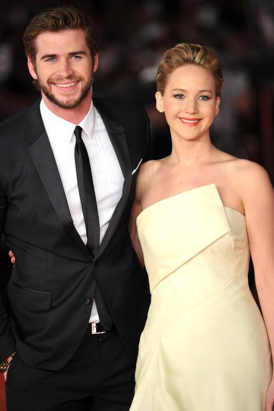 """Jennifer Lawrence et Liam Hemsworth lors de la première à Rome du film """"Hunger Games : L'Embrasement"""", le 14 novembre 2013."""