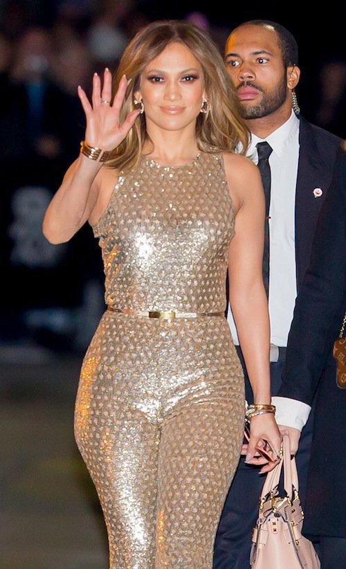 """Photos : Jennifer Lopez complexée : """"A 40 ans, je m'accepte enfin"""" !"""