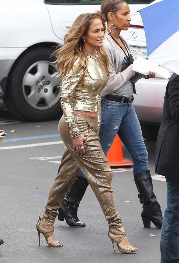 Jennifer Lopez et son look 100 % dorée !