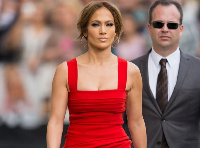 Jennifer Lopez : elle met tout le monde d'accord avec sa jolie petite robe rouge !