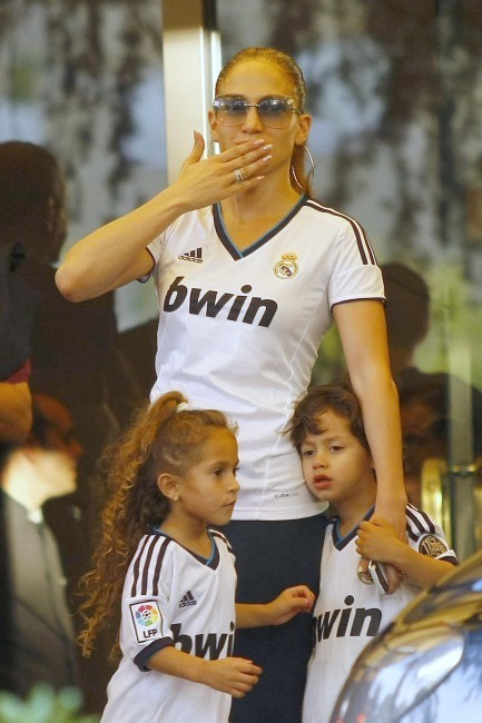 Jennifer Lopez en famille à Madrid, le 7 octobre 2012.