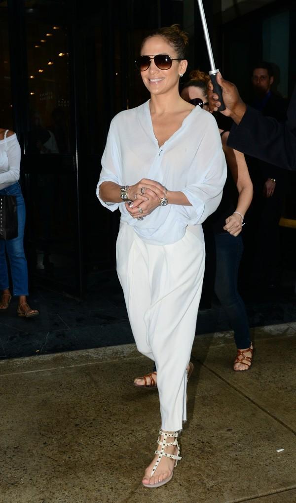 Jennifer Lopez mise sur un sarouel le 23 juillet 2012 à New York