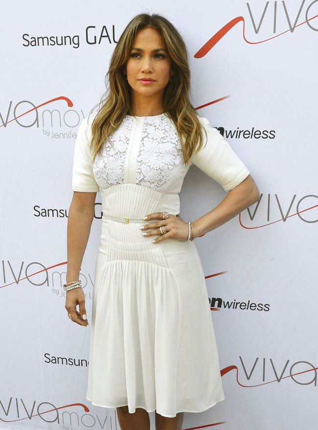 Jennifer Lopez inaugure sa première boutique Viva Movil à Brooklyn, New-York, le 26 juillet 2013