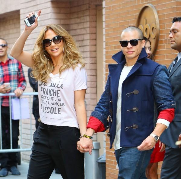 Jennifer Lopez et Casper Smart sortant de l'émission de Katie Couric à New York, le 12 septembre 2012.