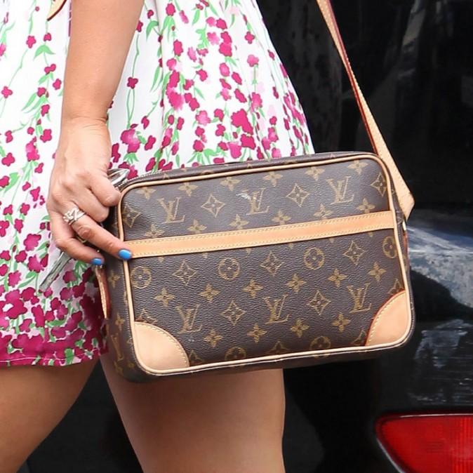 Jennifer Love Hewitt en plein shopping à Beverly Hills, le 22 septembre 2011.