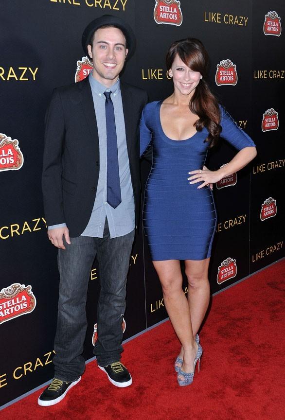 """Jennifer Love Hewitt et Jarod Einsohn lors de la première du film """"Like Crazy"""" à Hollywood, le 26 octobre 2011."""