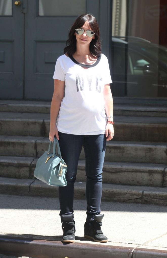 Photos : Jennifer Love Hewitt : prise en flagrant délit de gourmandise, la future maman ne se prive de rien !