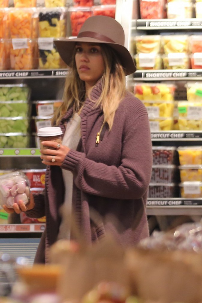 Photos : Jessica Alba : belle et naturelle, elle part en excursion avec sa petite famille !