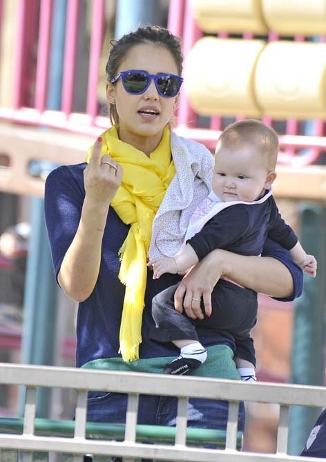 Jessica Alba dans son rôle de maman poule le week-end !