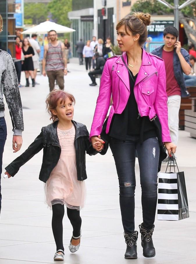 Jessica Alba avec sa fille Honor Marie à Los Angeles le 7 juin 2013
