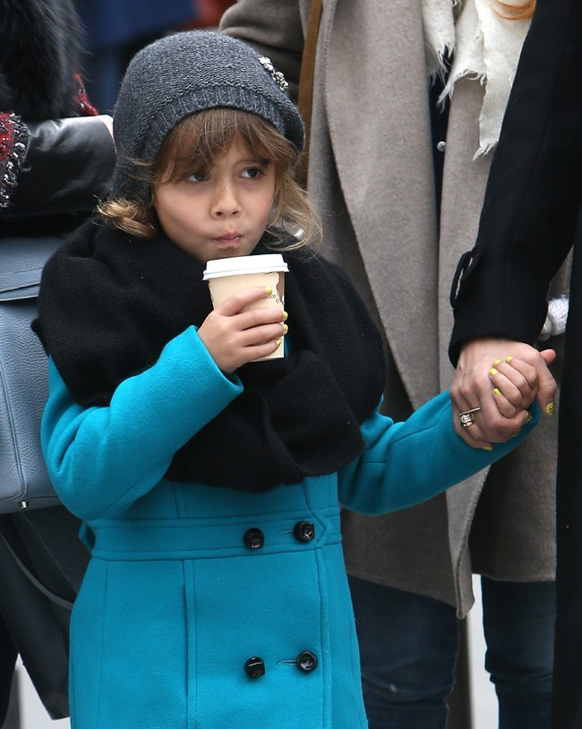 Jessica Alba avec sa fille Honor Marie à Paris le 2 mars 2013