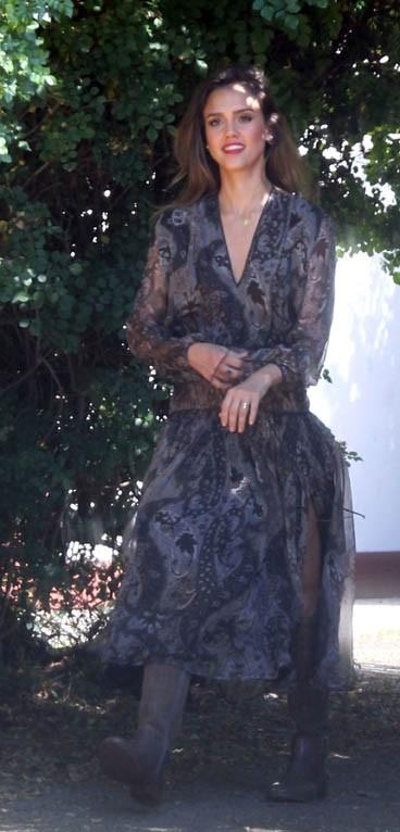 Jessica Alba en shooting à Beverly Hills le 2 août 2012
