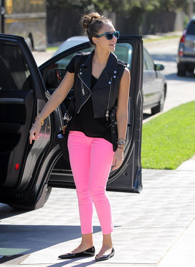 La fashionista aime varier les looks...