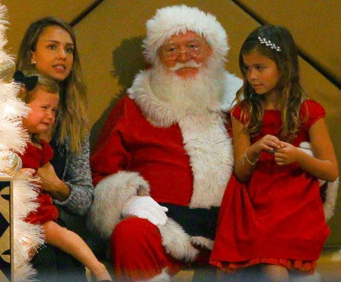 Jessica Alba : elle rencontre le P�re No�l avec ses filles !